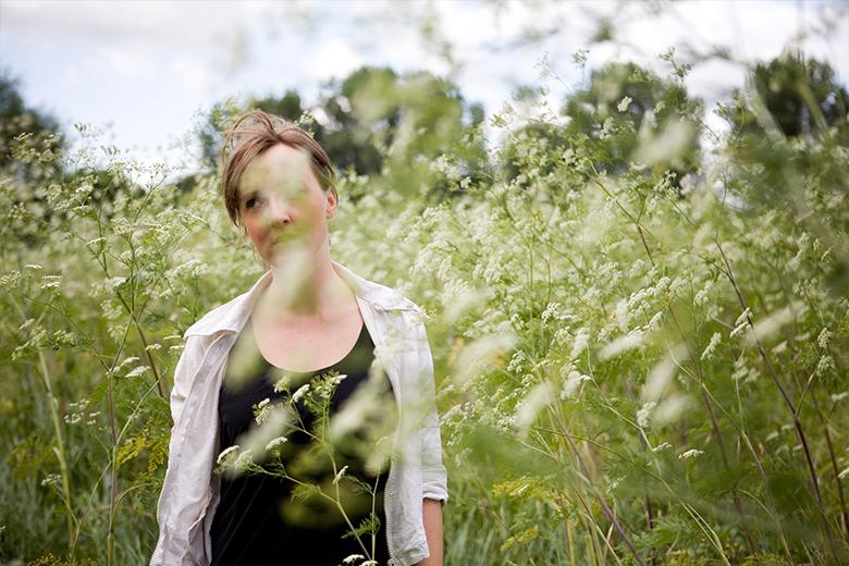 Fotostrecke: Menschen - Frau im Feld