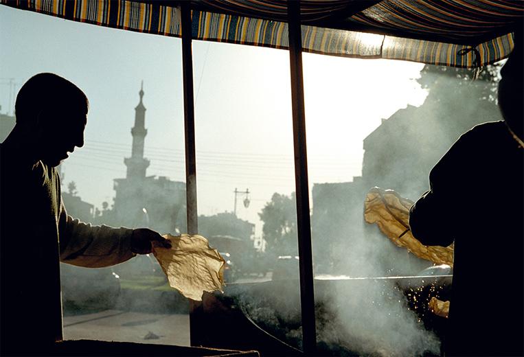 Fotoreportage: Syrien - Zwei Personen im Gegenlicht