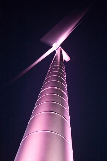 Fotostrecke Unternehmen - Windrad bei Nacht